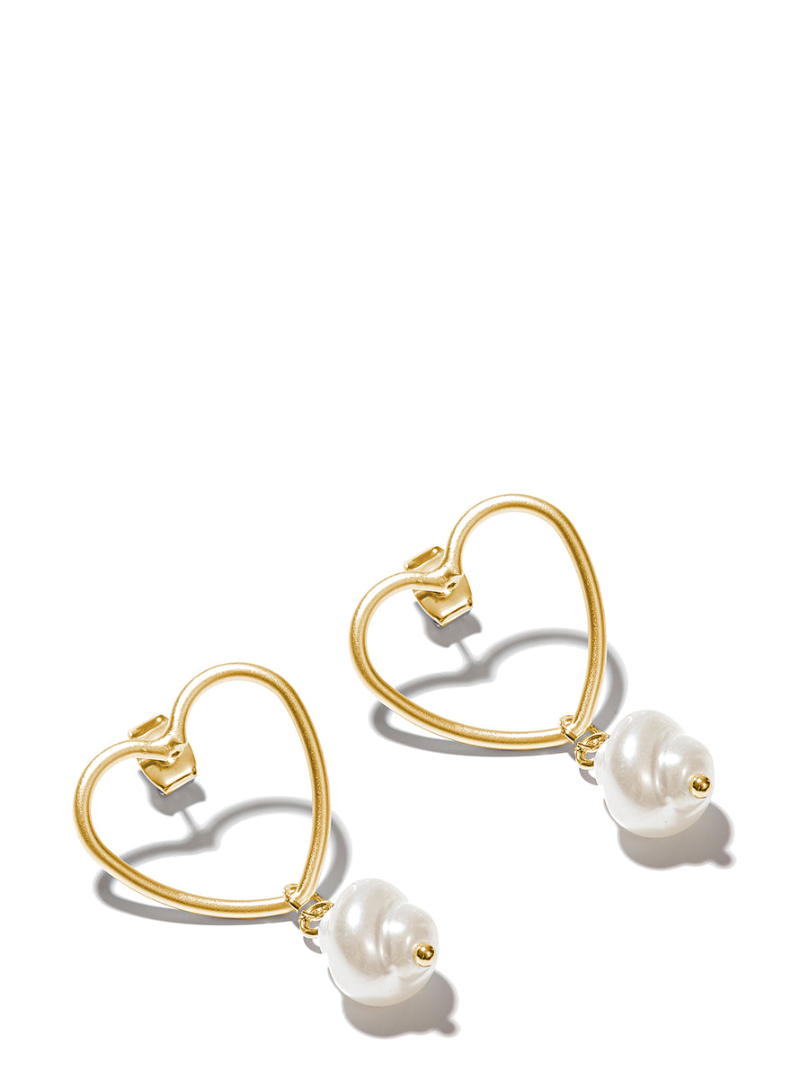 EXCLAiM Heart Pearl Earrings Gold