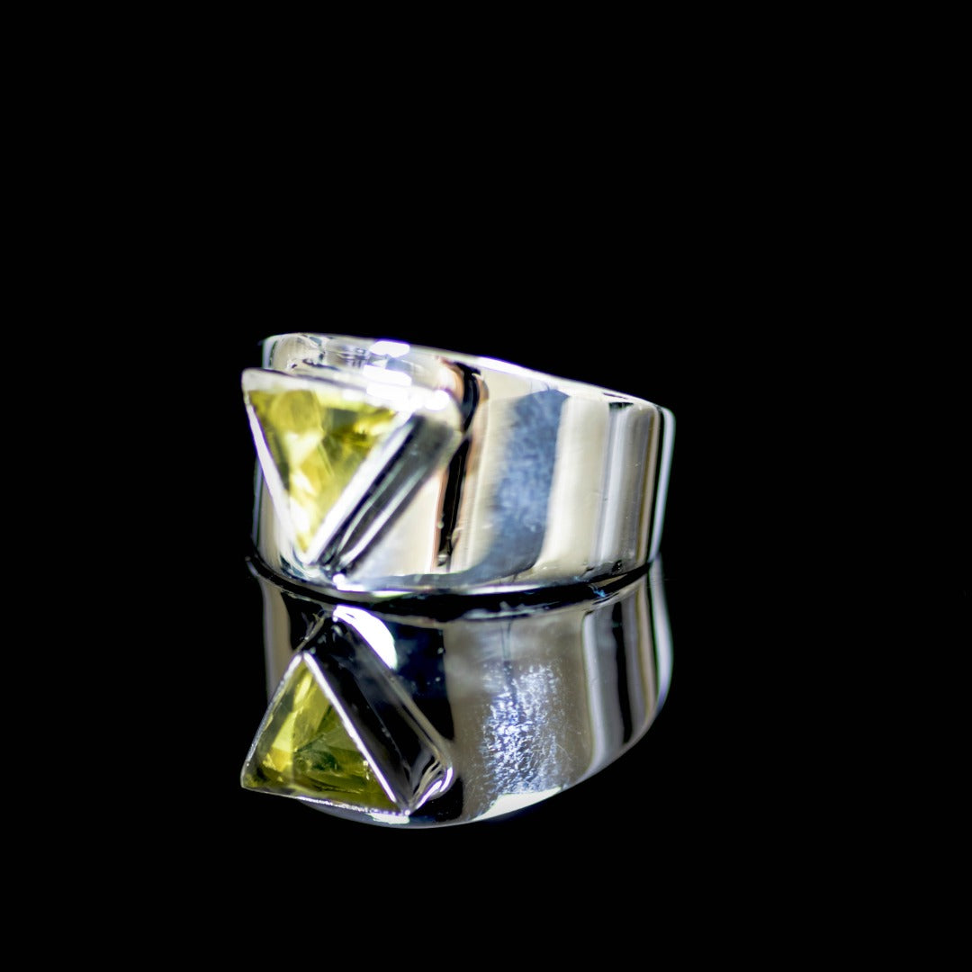 Green Lemon Quartz Triangle Ring ( 300479)