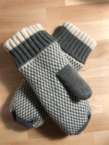 Patterned Grey Fleece Lined Mittens
