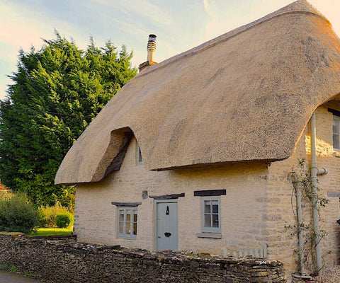 cirencester-air-bnb-thatched-cottage-weekend-away-cotswolds