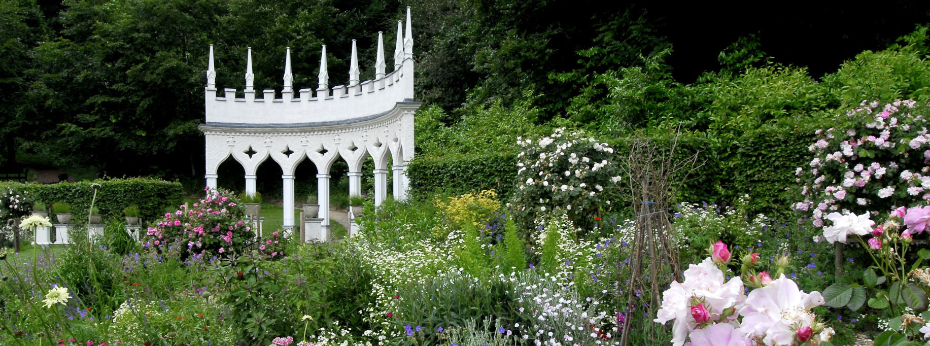 rococo-garden-painswick-places-to-visit-wedding-venue