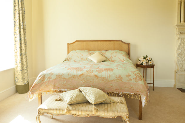 Bedspread/Throw in Eggshell