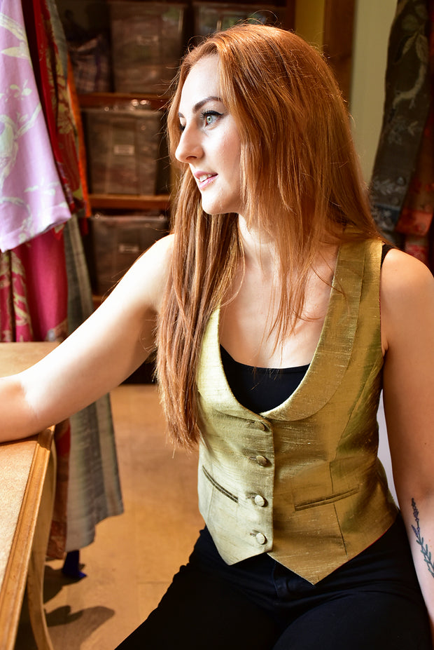 Scoop Neck Waistcoat in Oyster Gold