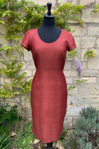ladies-burnt-brick-red-raw-silk-scoop-neck-shift-dress-plus-size-wedding-guest-outfit-sampe-sale