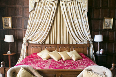 Bedspread/Throw in Deep Raspberry