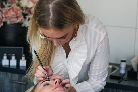 Master Trainer, Elisa applying our Supercilium Brow Henna