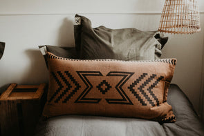 Seeker Cushion Cover Black/Tan (Back Order)