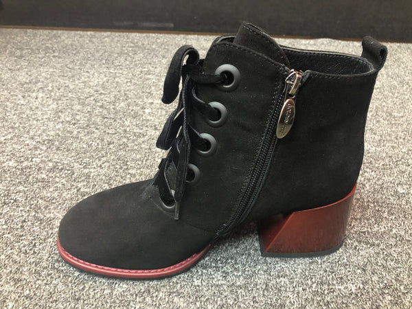 Round-Mouth Suede Laced-up Short Boots
