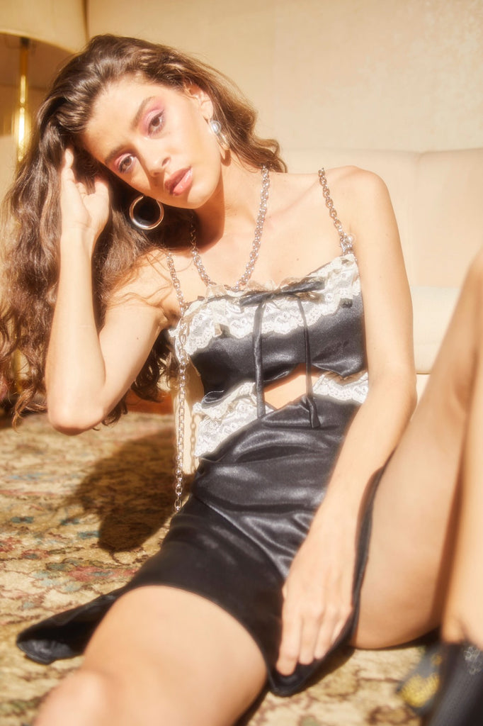 Chain strap satin dress (Black)