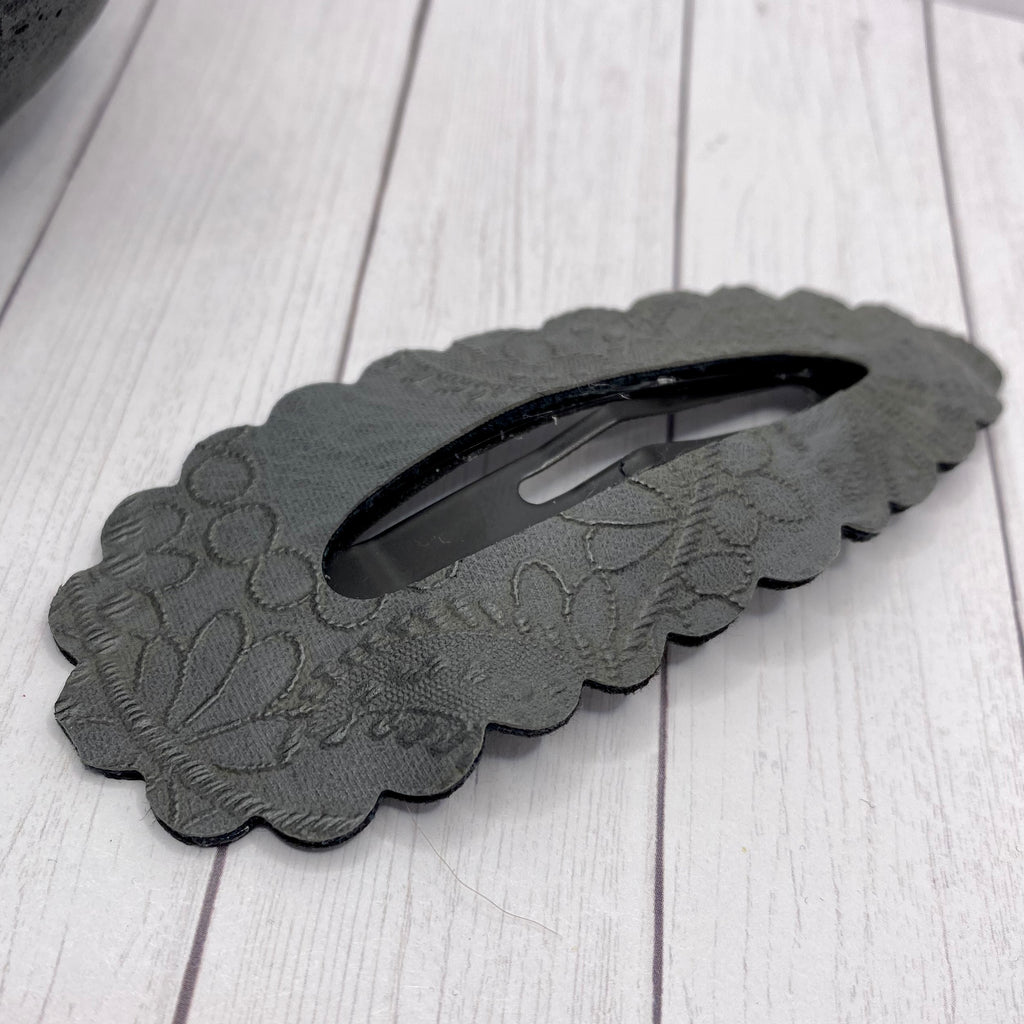 "4"" Charcoal Embroidered Scalloped Snap Clip"