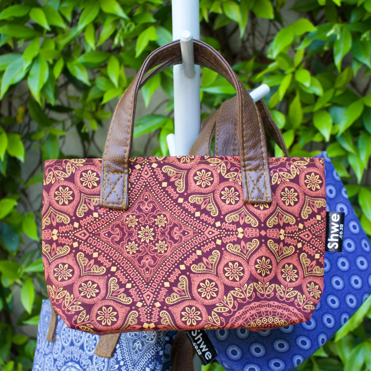 Shwe Clutch Bag with Handle