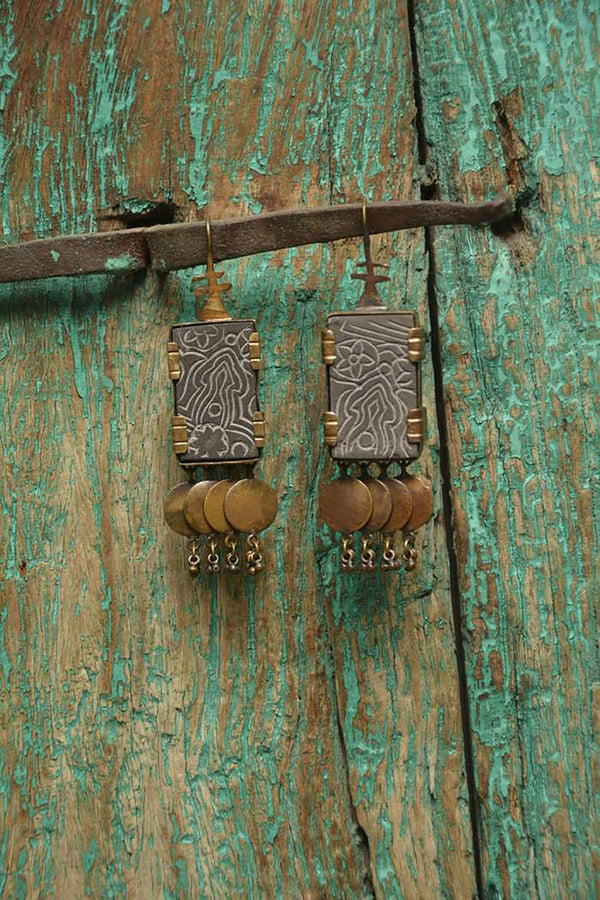 Stone crafted earring