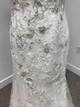 Load image into Gallery viewer, Justin Alexander Wedding Dress