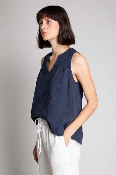 sleeveless navy top side