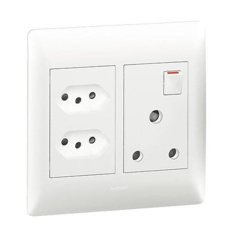 Single Socket Vertical + 2 Slimline - White - PY701025WHT