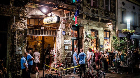 Szimpla Kert on Kazinczy Street © Image from 24.hu