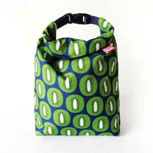 Kivibag lunch bag with green kivi fruits design - front view, closed