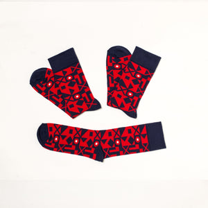 Soseta3 pair of red socks with geometric dark blue pattern. 3 socks in one pair, unfolded.