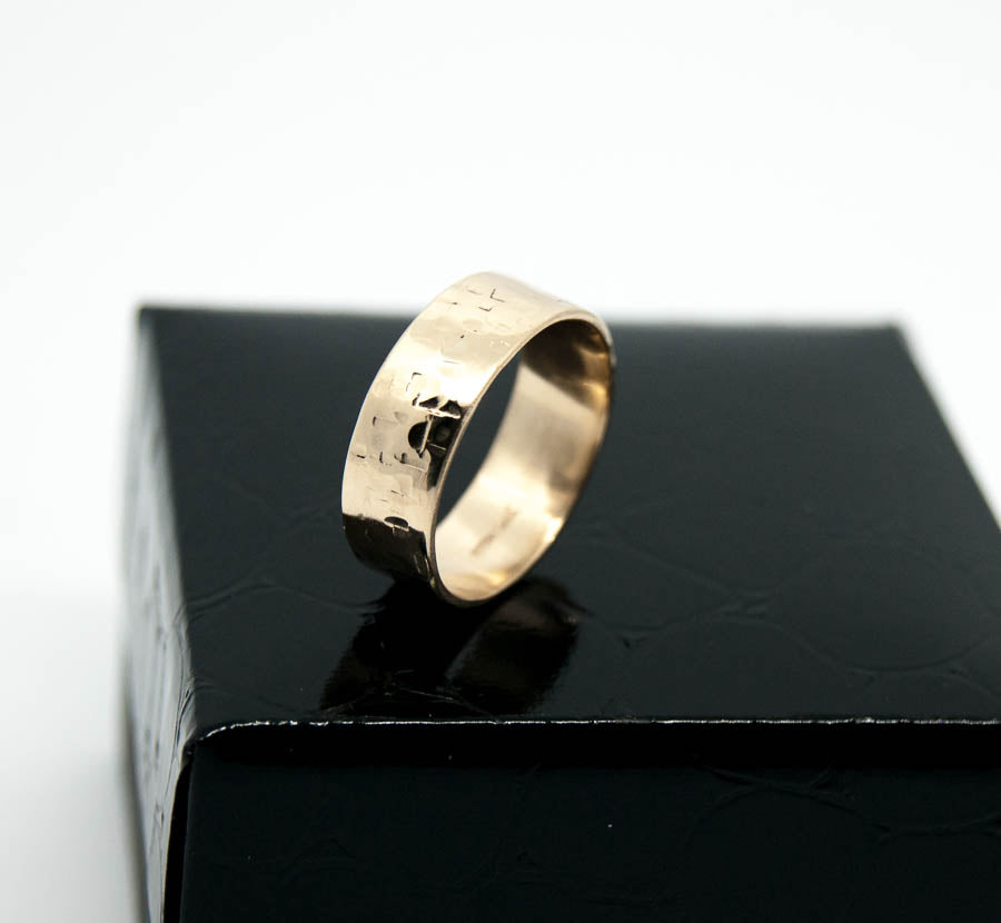 9ct Gold hammered ring