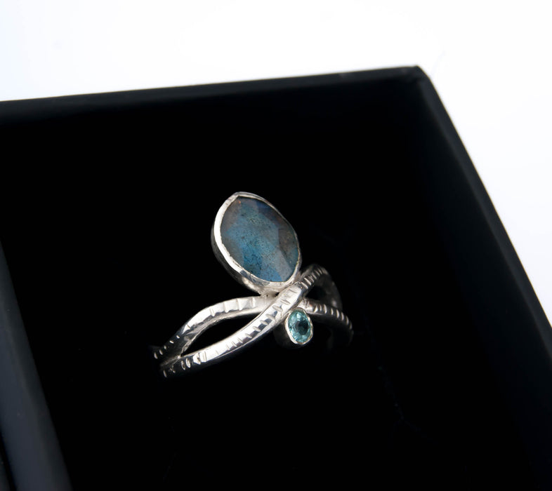 Labradorite and apatite snake ring