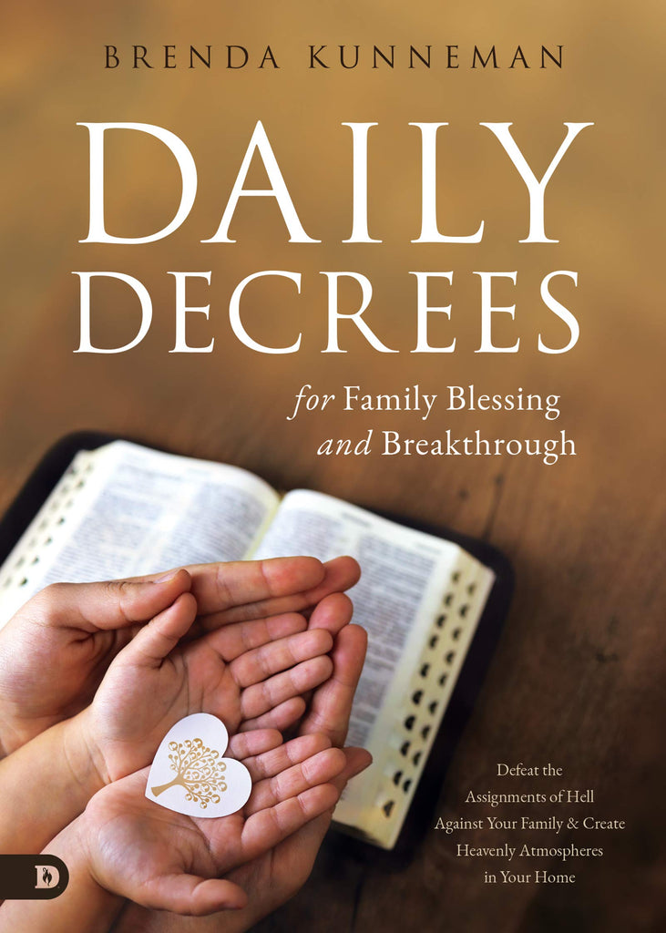 Daily Decrees for Family Blessing and Breakthrough: Defeat the Assignments of Hell Against Your Family and Create Heavenly Atmospheres in Your Home (Paperback)