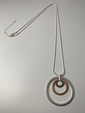 Long necklace, with tri-coloured, matte-finshed concentric circles.