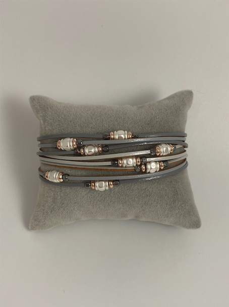 Magnetic bracelet, with bonded pearl stations on leather strands