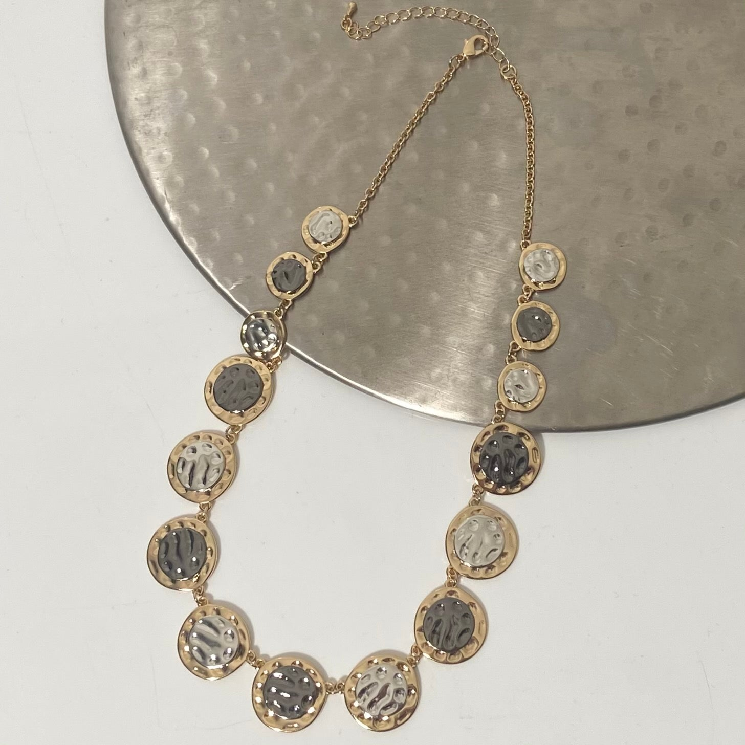 Short necklace, with circular stations featuring silver, gold and gunmetal tones