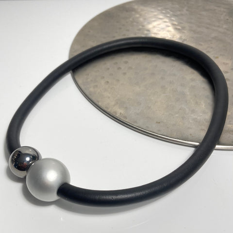 Short necklace, with graphite coloured ball including rubber cord and magnetic ball