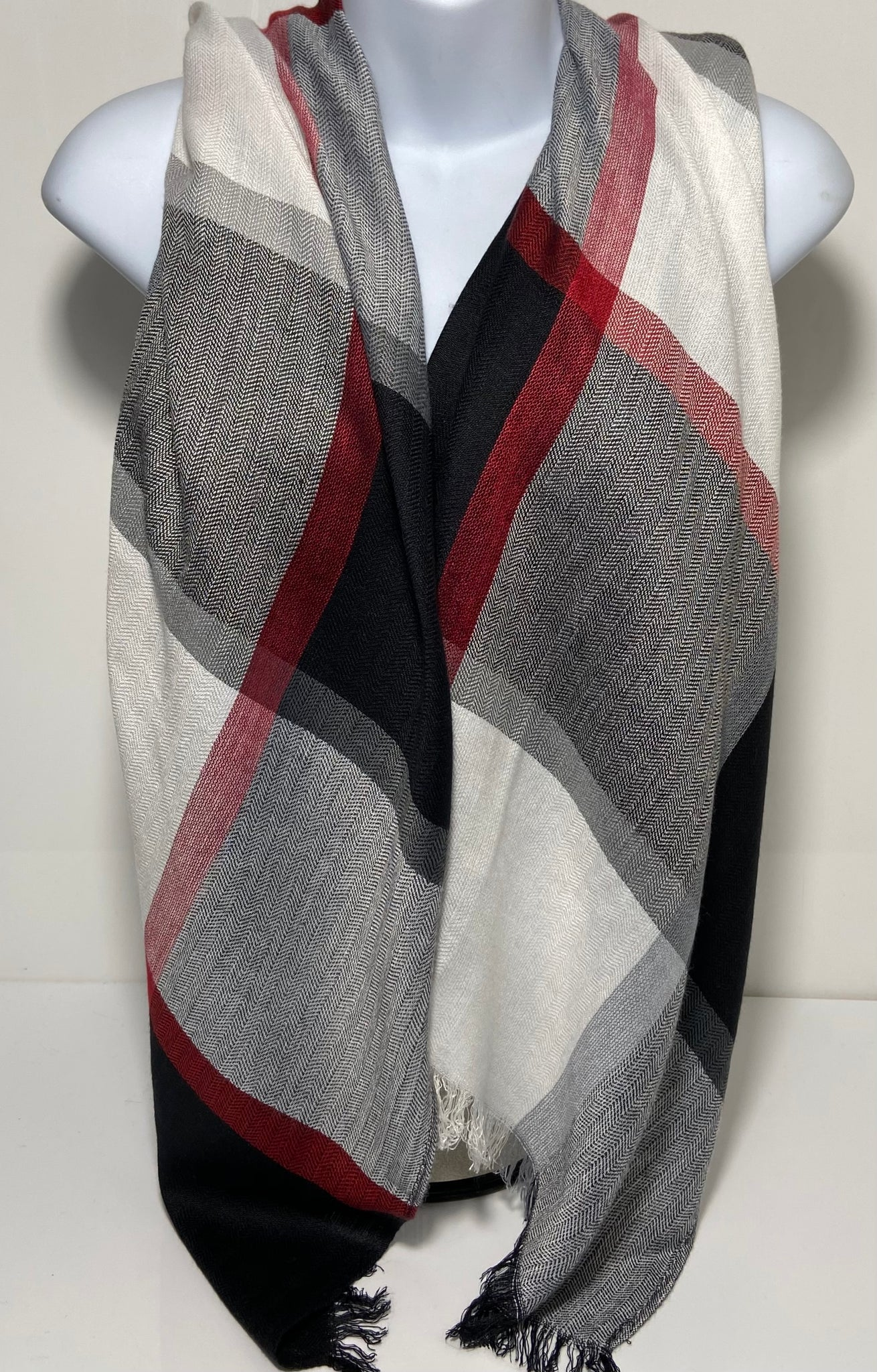 Super soft checked design scarf in black and white