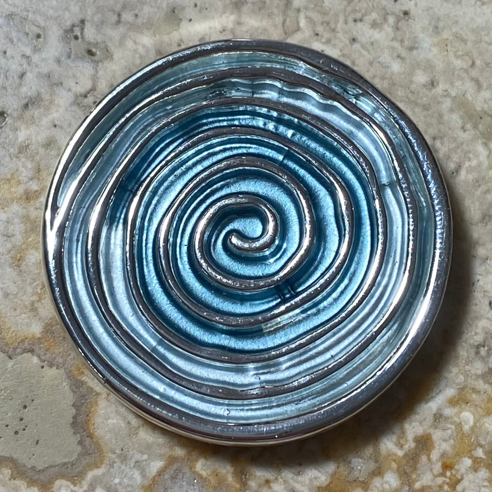 Spiral design magnetic brooch