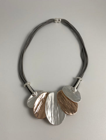 Short necklace, with silver and rose gold tone oval leaf drop, including a magnetic clasp