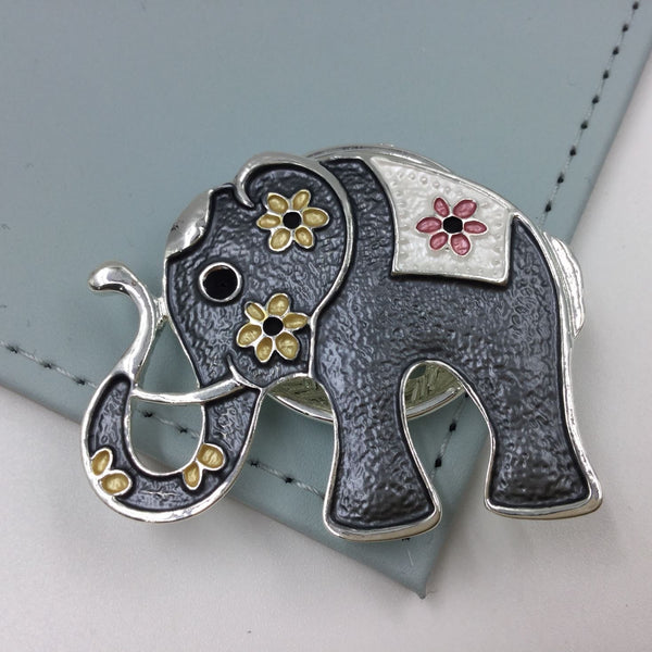 Elephant style magnetic brooch
