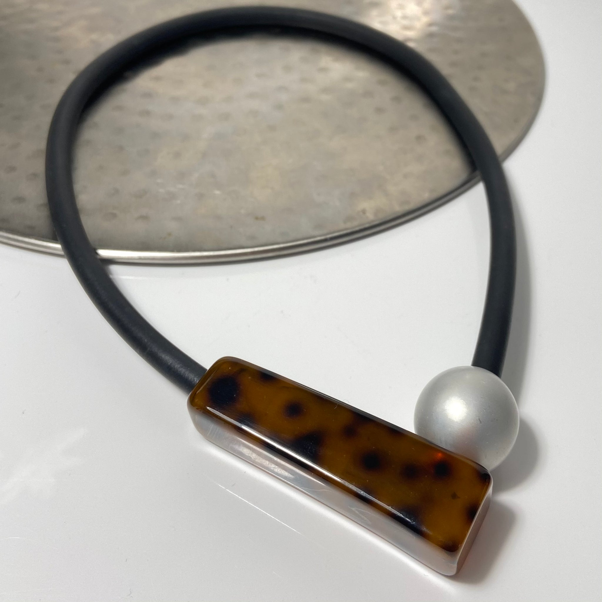 Short necklace, with tortoise coloured bar including rubber cord and magnetic ball