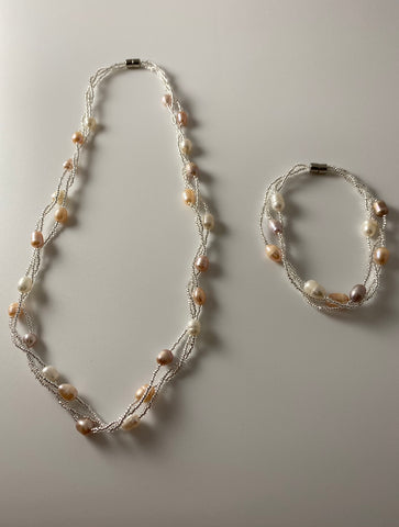 Short necklace, with freshwater real pearl magnetic twist accompanied with bracelet