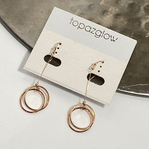 Independent circular drop earrings