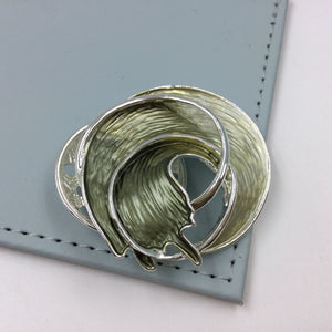 Circular wave style magnetic brooch