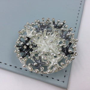 Diamanté circle design magnetic brooch