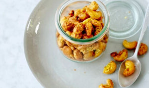 Cashew nuts with curry and coconut