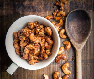 Spicy and sweet maple cashews