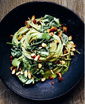 Pasta dish with spinach, tahini and almonds