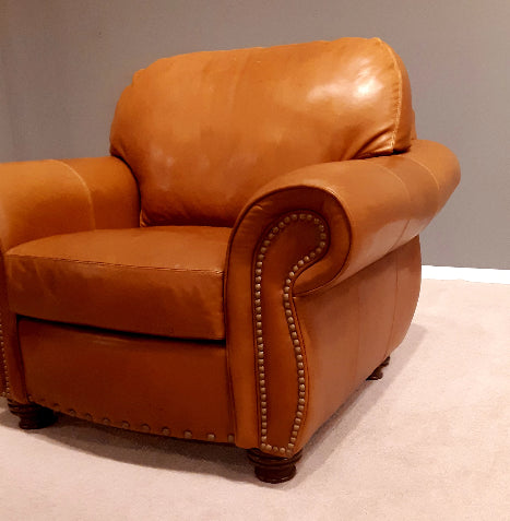 592-01 Bailey Leather Chair