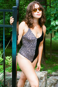 MEL V-NECK ONE PIECE, Leopard Split - Summer People Swim