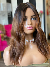 Load image into Gallery viewer, Shania Silk Wig