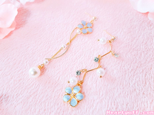 Load image into Gallery viewer, Pearl Blossom Earrings