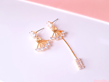 Load image into Gallery viewer, Diamond Thread Earrings