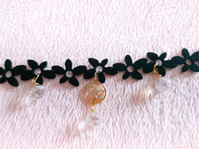 Load image into Gallery viewer, Crystal Starflower Choker