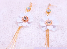 Load image into Gallery viewer, Flower Empress (Necklace + Earrings)