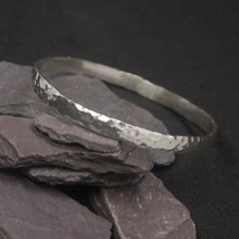 Load image into Gallery viewer, Round hammered solid silver bangle