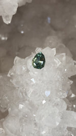 Load image into Gallery viewer, Montana Sapphire Green Yellow .86 carat Geo Pear